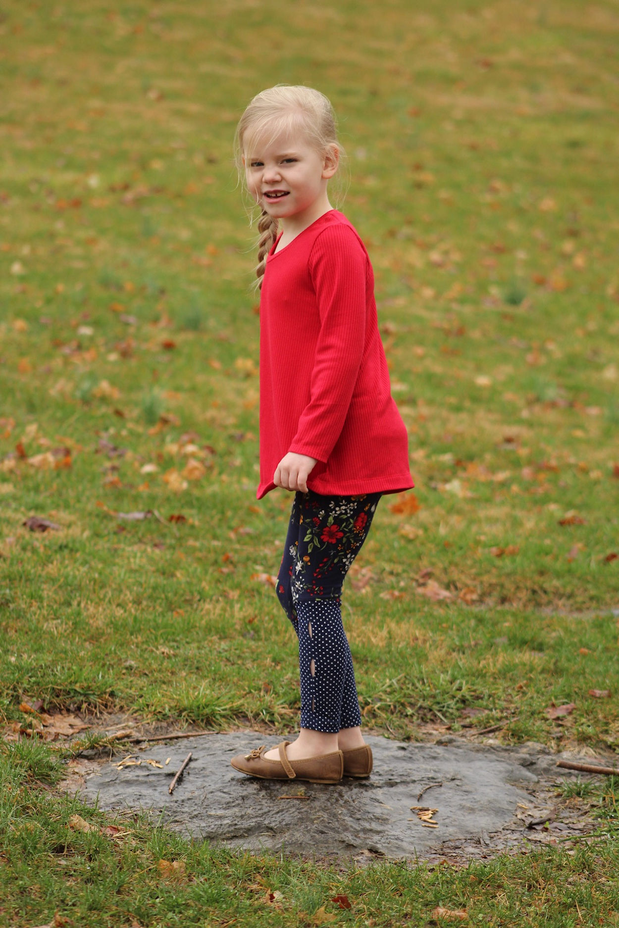 Rocky Shore tights for gymnastics or play. Lower panel with slight angle and peek a boo holes for colour blocking.