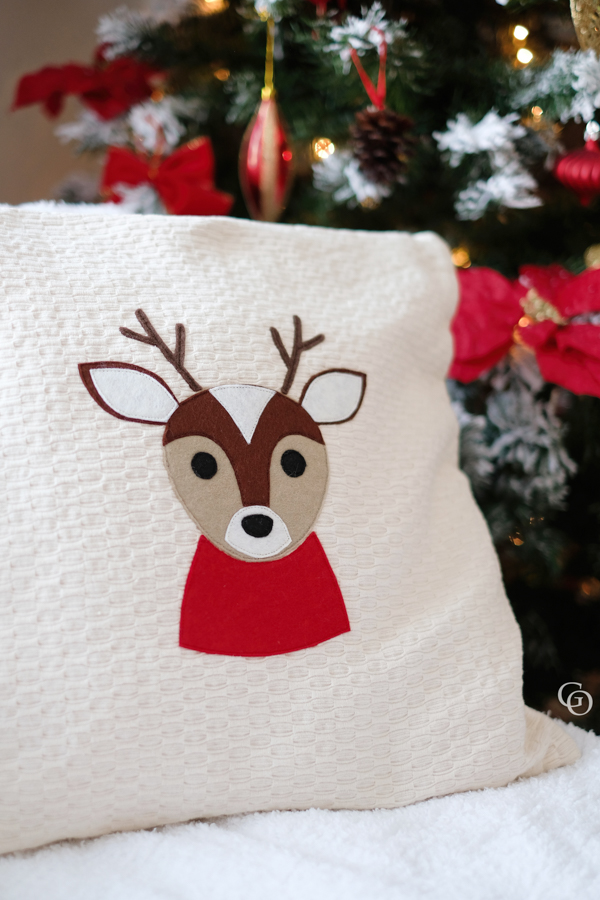 Reindeer cut file for Cricut, Silhouette or hand cutting/applique by Sofiona Designs.  SVG, JPEG, DXF and PNG files.  Perfect for HTV, Vinyl, fabric applique etc.