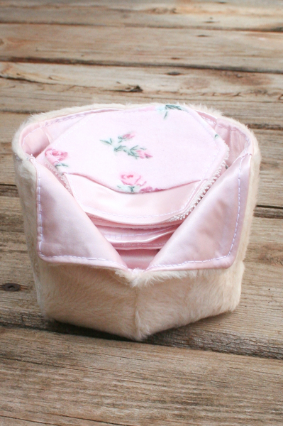 Sweet gift set of make-up remover pads and storage basket in satin and faux fur.