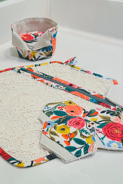 Beautiful make-up remover pads, storage basket and laundry bag in Cotton & Steel florals and beautiful lace.  Perfect sewing project gift set.
