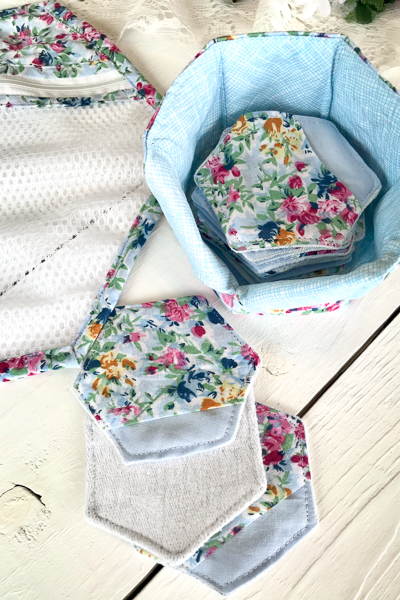 Beautiful floral make-up removing set.  Pads, storage basket and laundry bag make for a great gift set.