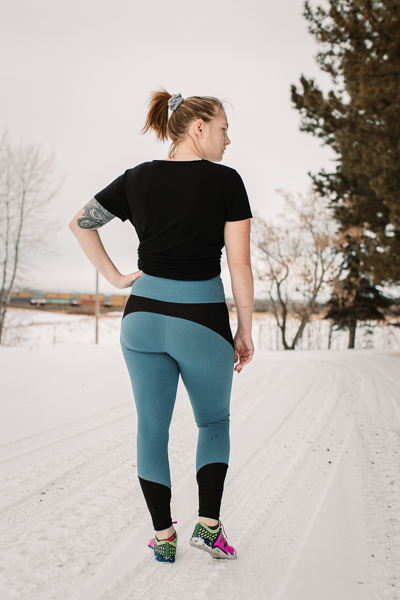 Miss Tamarack Tights by Sofiona Designs for sizes 0-20. Long cropped length, pieced upper and simple ankle options.